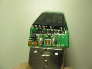 USBメモリの端子が根元から取れました